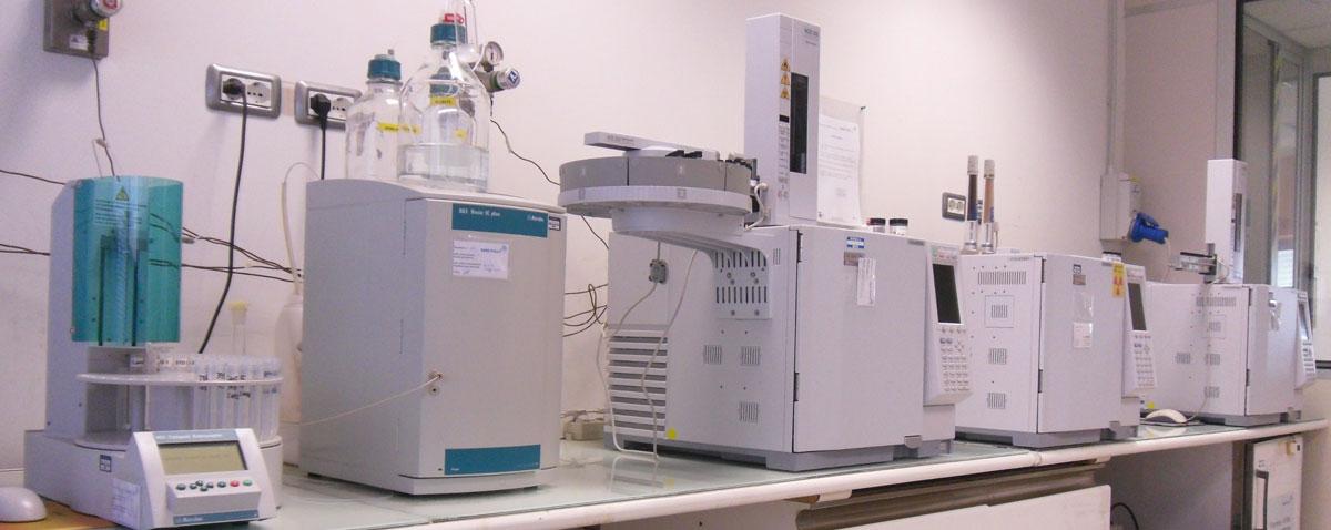 Gascromatografi SHIMADZU-GC-2010-plus con detector ad ionizzazione di fiamma e cattura di elettroni (FID-e-ECD)